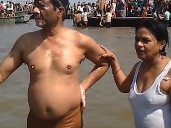Amateur Couple Worship Nude In Ganga